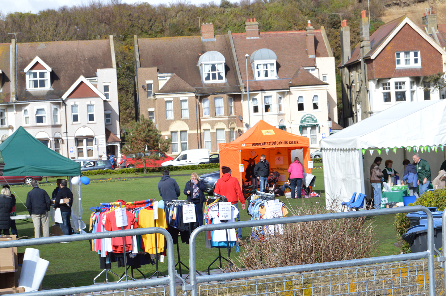 Standing-out-in-the-crowd---Hastings-half-marathon-2014